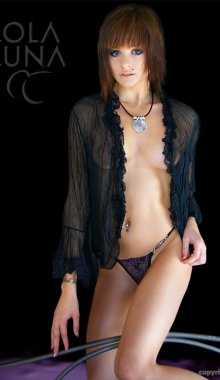 Sexy Lola Luna Ferme Serena