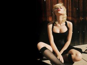 Scarlett Johansson scarlett johansson 8836620 1600 1200 300x225 - Скарлетт Йоханссон  в эротичном белье