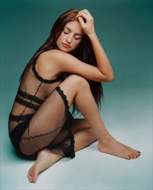86437b99523e2ed3d694a4a3de144991 300x373 - Пенелопа Круз (Penelope Cruz) - испанская сексуальность.
