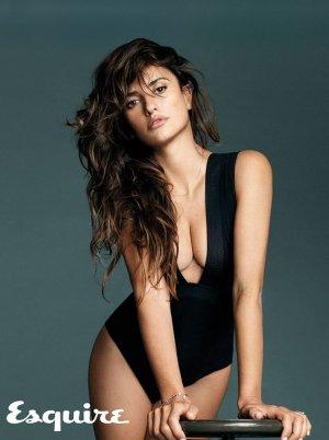 e8a53f5237878409bd671c008c47bbce 300x402 - Пенелопа Круз (Penelope Cruz) - испанская сексуальность.