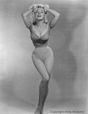 13900349 1228567557167152 5992782662082216375 n 300x389 - Эталон стиля и красоты 50-х годов прошлого века - Бетти Бросмер (Betty Brosmer).