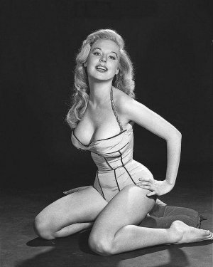 13920837 1228567560500485 6809090681755779835 n 300x375 - Эталон стиля и красоты 50-х годов прошлого века - Бетти Бросмер (Betty Brosmer).