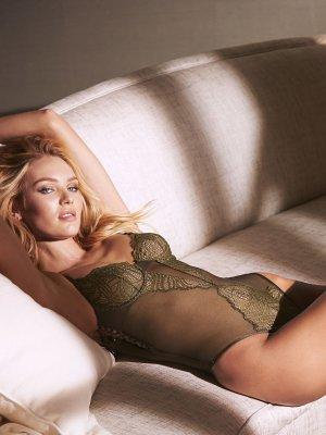Candice Swanepoel 21 300x400 - Чувственная  Кэндис Свейнпол (Candice Swanepoel) в соблазнительном белье