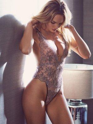 Candice Swanepoel 23 300x400 - Чувственная  Кэндис Свейнпол (Candice Swanepoel) в соблазнительном белье