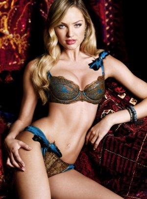 Candice Swanepoel 49 300x404 - Чувственная  Кэндис Свейнпол (Candice Swanepoel) в соблазнительном белье