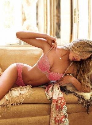 Candice Swanepoel 57 300x404 - Чувственная  Кэндис Свейнпол (Candice Swanepoel) в соблазнительном белье