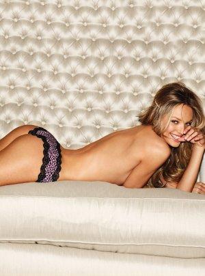 Candice Swanepoel 61 300x404 - Чувственная  Кэндис Свейнпол (Candice Swanepoel) в соблазнительном белье
