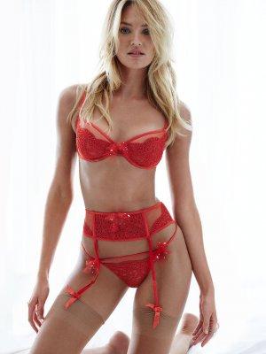 Candice Swanepoel 7 300x400 - Чувственная  Кэндис Свейнпол (Candice Swanepoel) в соблазнительном белье
