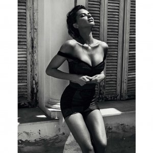 Adriana Lima 20 300x300 - Адриана Лима (Adriana Lima) в сексуальном белье
