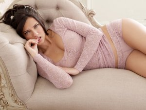 Adriana Lima 22 300x225 - Адриана Лима (Adriana Lima) в сексуальном белье