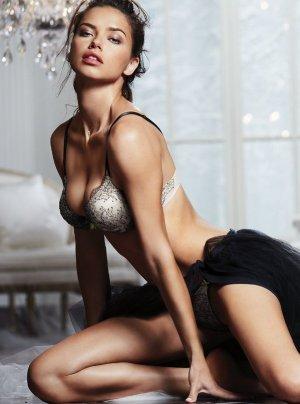 Adriana Lima 23 300x404 - Адриана Лима (Adriana Lima) в сексуальном белье