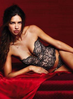 Adriana Lima 29 300x404 - Адриана Лима (Adriana Lima) в сексуальном белье