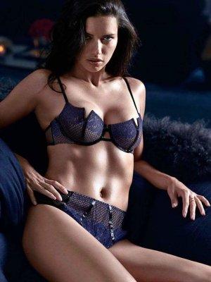 Adriana Lima 32 300x400 - Адриана Лима (Adriana Lima) в сексуальном белье