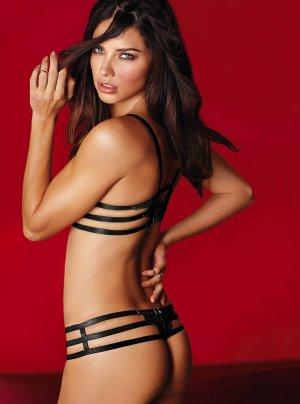 Adriana Lima 35 300x404 - Адриана Лима (Adriana Lima) в сексуальном белье