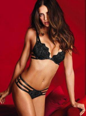 Adriana Lima 37 300x404 - Адриана Лима (Adriana Lima) в сексуальном белье