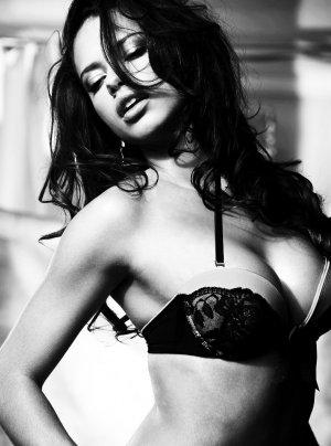 Adriana Lima 47 300x404 - Адриана Лима (Adriana Lima) в сексуальном белье