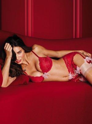 Adriana Lima 5 300x404 - Адриана Лима (Adriana Lima) в сексуальном белье