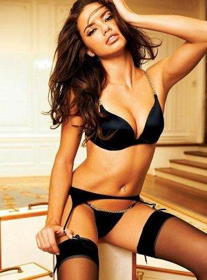 Adriana Lima 6 300x405 - Адриана Лима (Adriana Lima) в сексуальном белье