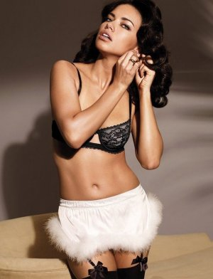 Adriana Lima 8 300x392 - Адриана Лима (Adriana Lima) в сексуальном белье