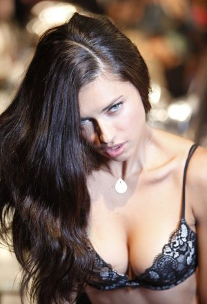 Adriana Lima46 300x440 - Адриана Лима (Adriana Lima) в сексуальном белье