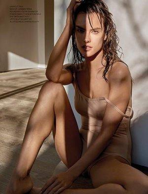 Alessandra Ambrosio 12 300x392 - Бразильская супермодель Алессандра Амбросио (Alessandra Ambrosio) в откровенном белье