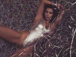 Kim Kardashian 10 300x225 - Ким Кардашьян (Kim Kardashian) - лицо и формы современного гламура.