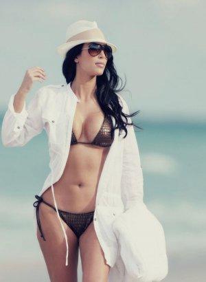 Kim Kardashian 12 300x410 - Ким Кардашьян (Kim Kardashian) - лицо и формы современного гламура.