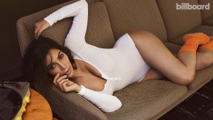 Kim Kardashian 17 300x169 - Ким Кардашьян (Kim Kardashian) - лицо и формы современного гламура.