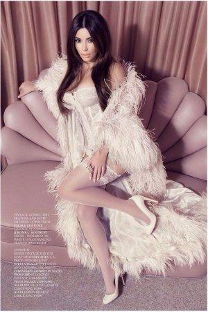Kim Kardashian 2 300x450 - Ким Кардашьян (Kim Kardashian) - лицо и формы современного гламура.