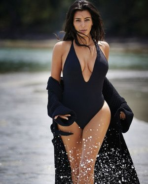 Kim Kardashian24 300x373 - Ким Кардашьян (Kim Kardashian) - лицо и формы современного гламура.