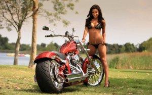 girls and moto 15 300x188 - Девушки в белье и мотоциклы: секс и драйв.