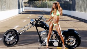 girls and moto 16 300x169 - Девушки в белье и мотоциклы: секс и драйв.