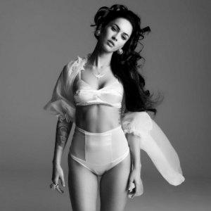 Megan Fox 17 300x300 - Самые горячие фото Меган Фокс (Megan Fox) в нижнем белье.