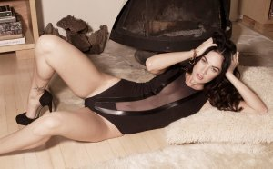 Megan Fox 20 300x186 - Самые горячие фото Меган Фокс (Megan Fox) в нижнем белье.