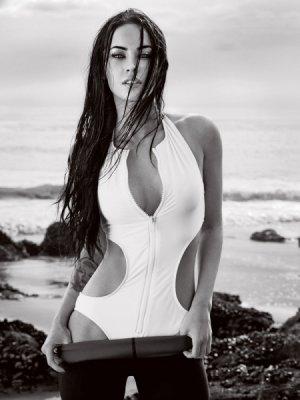 Megan Fox 9 300x400 - Самые горячие фото Меган Фокс (Megan Fox) в нижнем белье.