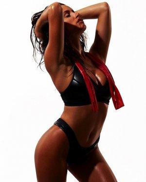 Katrina Brodsky 16 300x375 - Катрина Бродски - спортсменка, блогер и просто красотка в эротичном белье