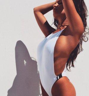 Katrina Brodsky 19 300x322 - Катрина Бродски - спортсменка, блогер и просто красотка в эротичном белье