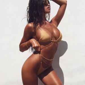 Katrina Brodsky 23 300x300 - Катрина Бродски - спортсменка, блогер и просто красотка в эротичном белье