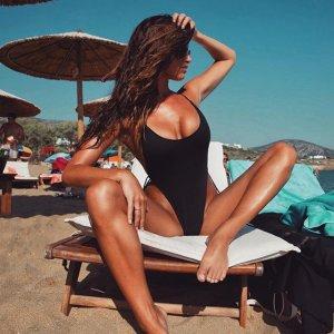 Katrina Brodsky 33 300x300 - Катрина Бродски - спортсменка, блогер и просто красотка в эротичном белье