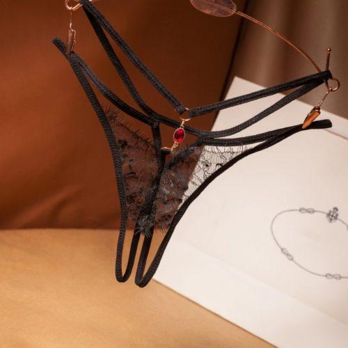 flirtoshop.com.ua 4 500x500 - Кружевные стринги с разрезом и кулоном
