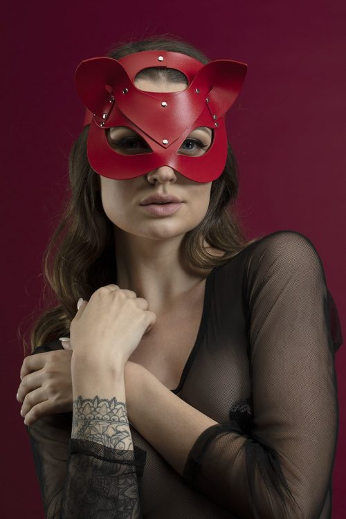 feral feelings catwoman mask flirtoshop.com.ua 3 500x750 - Маска кошки из кожи Feral Feelings – Catwoman Mask красная