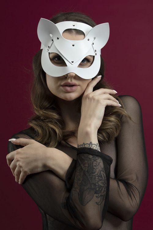 feral feelings catwoman mask flirtoshop.com.ua 6 500x750 - Маска кошки из кожи Feral Feelings – Catwoman Mask белая