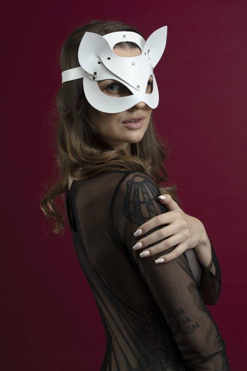 feral feelings catwoman mask flirtoshop.com.ua 8 500x750 - Маска кошки из кожи Feral Feelings – Catwoman Mask белая